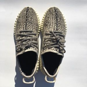 Yeezy 350 turtle dove size 10